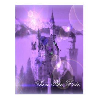 紫色の城のゴシック様式結婚式の保存日付 ポストカード