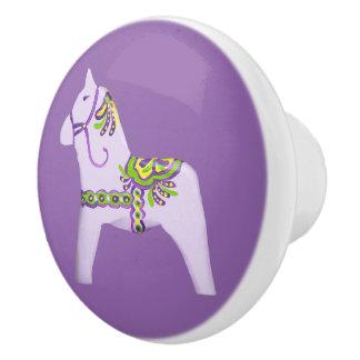 紫色の子馬の引出しの引き セラミックノブ