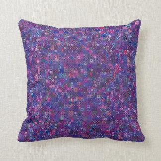 紫色の幾何学的なパターン クッション