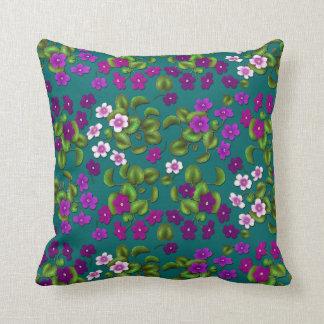 紫色の庭バイオレットによっては枕が開花します クッション