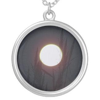 紫色の月 シルバープレートネックレス