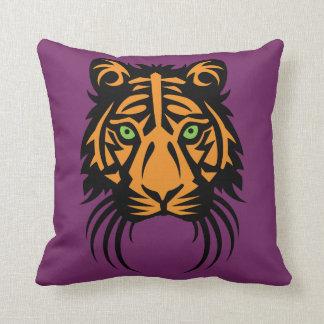 紫色の枕の種族のトラの入れ墨の黒のオレンジ クッション