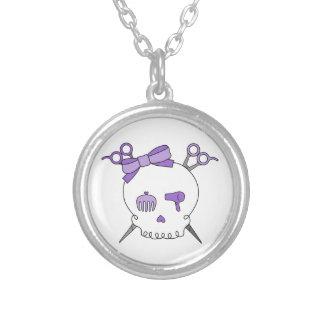 紫色の毛の付属のスカル-骨が交差した図形を切って下さい シルバープレートネックレス