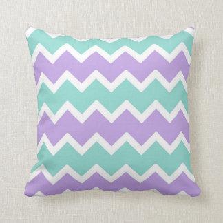紫色の水の青いシェブロンの枕女の赤ちゃんの養樹園 クッション