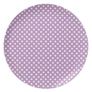 紫色の水玉模様のプレート プレート