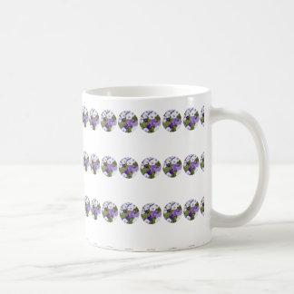 紫色の水玉模様のペチュニア- 11のozのクラシックのマグ コーヒーマグカップ