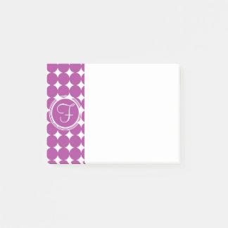 紫色の水玉模様のモノグラム ポストイット