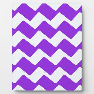 紫色の波状のシェブロン フォトプラーク