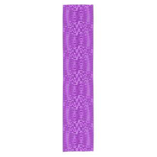 紫色の白いジグザグパターン ショートテーブルランナー