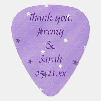 紫色の白は名前入りなギターピックの好意を主演します ギターピック