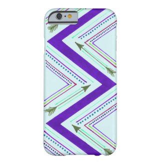 紫色の矢のジグザグ形の箱 BARELY THERE iPhone 6 ケース