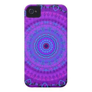 紫色の精神の曼荼羅の万華鏡のように千変万化するパターンのiphone 4ケース iPhone 4 ケース