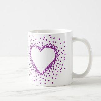 紫色の紙吹雪のハートのマグ コーヒーマグカップ