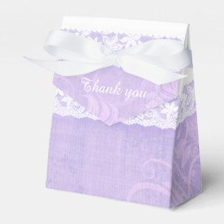 紫色の素朴で白いレースはギフト用の箱感謝していしています フェイバーボックス