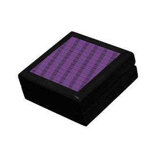 紫色の紫色のストライプ ギフトボックス
