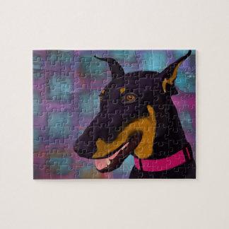 紫色の背景の微笑の黒いドーベルマン犬 ジグソーパズル