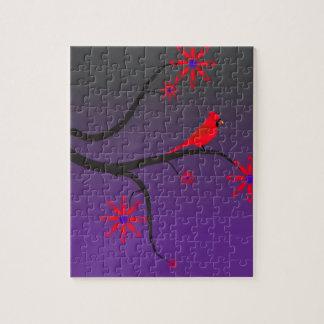 紫色の背景の木の赤く基本的な鳥 ジグソーパズル
