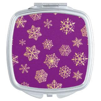 紫色の背景の金雪片