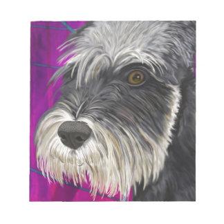 紫色の背景を持つ白黒シュナウツァー ノートパッド