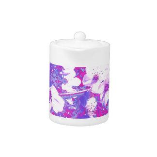 紫色の花のティーポット