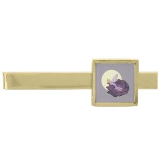 紫色の花の妖精の夕べの空を熟視する月 ゴールド タイバー