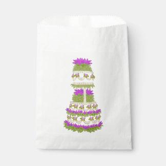 紫色の花の段になったウエディングケーキの好意のバッグ フェイバーバッグ