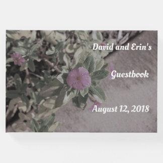 紫色の花の結婚式のゲストブック ゲストブック