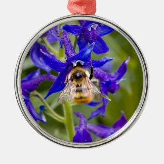 紫色の花の《昆虫》マルハナバチ シルバーカラー丸型オーナメント