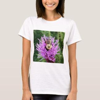 紫色の花の《昆虫》マルハナバチ Tシャツ