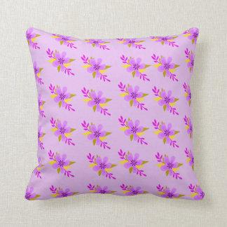 紫色の花模様 クッション