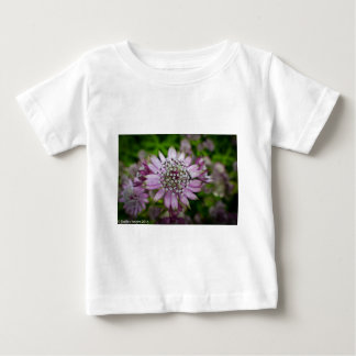 紫色の花 ベビーTシャツ