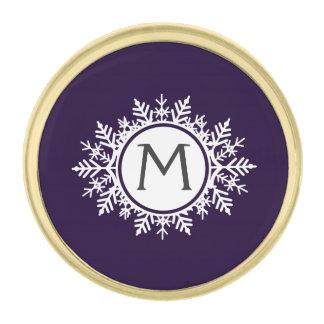 紫色の華美で白い雪片のモノグラム ゴールド ラペルピン