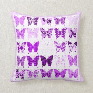 紫色の蝶コラージュ クッション
