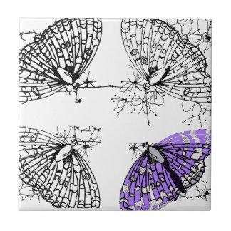 紫色の蝶スケッチ タイル