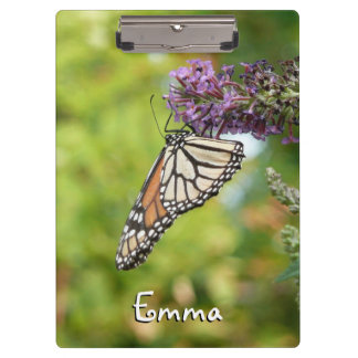 紫色の蝶ブッシュのマダラチョウ クリップボード