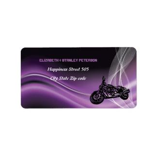 紫色の道のバイクもしくは自転車に乗る人の結婚式の住所シール ラベル