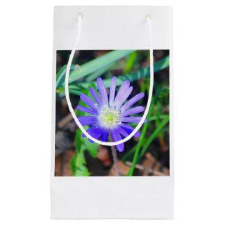 紫色の野生の花のテーマのギフトバッグ スモールペーパーバッグ