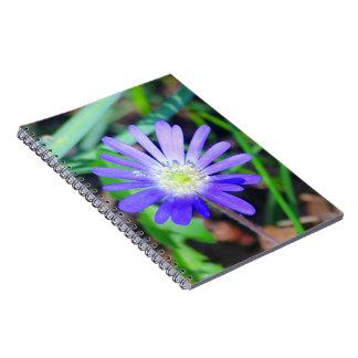 紫色の野生の花のテーマジャーナル ノートブック