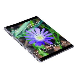 紫色の野生の花の感動的なノート ノートブック
