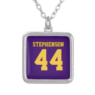 紫色の金ゴールドの名前入りなスポーツの一流数 シルバープレートネックレス