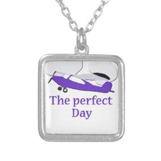紫色の飛行機 シルバープレートネックレス