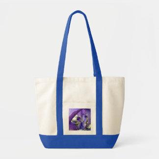 紫色の髭があるアイリス花の花柄のマクロ トートバッグ