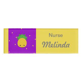 紫色の黄色いパイナップルナースの名札 名札