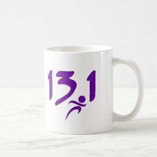 紫色の13.1の半マラソン コーヒーマグカップ
