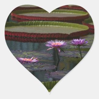 紫色の《植物》スイレンのはす ハートシール