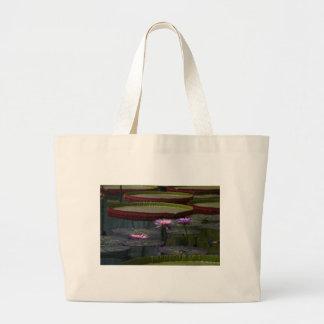 紫色の《植物》スイレンのはす ラージトートバッグ