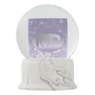 紫色のBrokehの銀製の西部の喜びの馬 スノーグローブ