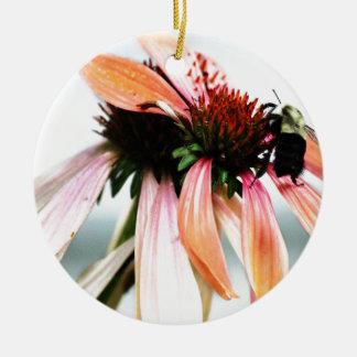 紫色のConeflowerおよび蜂 セラミックオーナメント