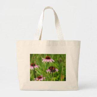 紫色のconeflowerのマダラチョウ ラージトートバッグ