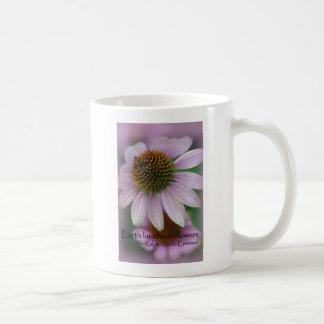 紫色のechinaceaのエマーソンの花の引用文のギフト コーヒーマグカップ